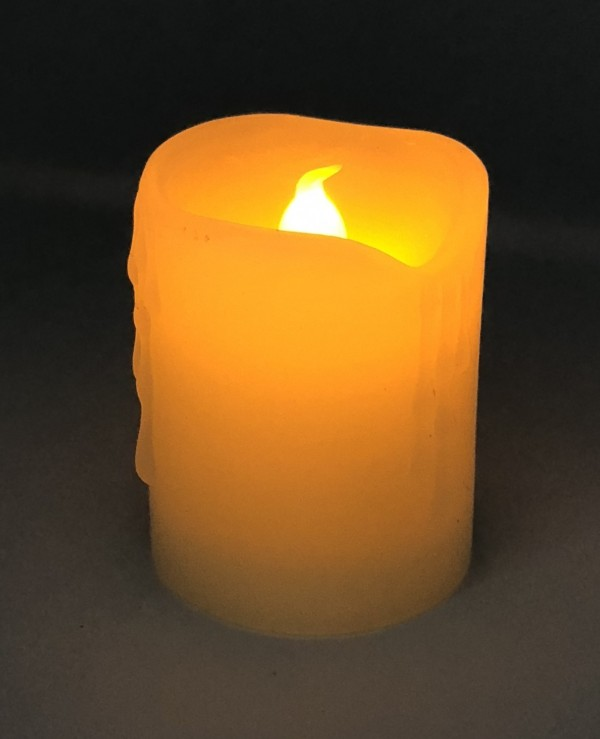 "LED candle with a flame effect - Natural wax candle ""Warm light"" with a battery (5x5x6,5cm)  Beige"
